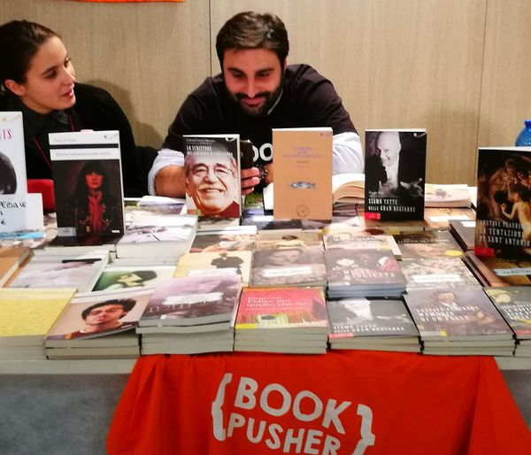 Adult People Young Adult Books Bookfair Internet Addict Book pusher