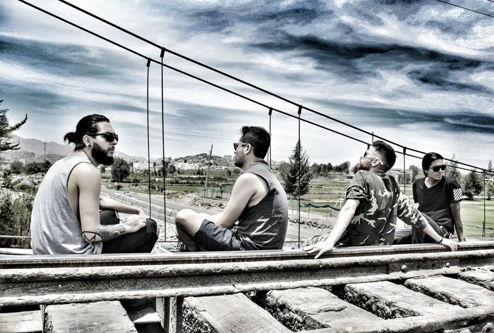 Rieles Tren Cuatro Boys HDR Banda Rock Rock'n'Roll Sempiterno Exterior Photograph Cloud - Sky Sky Outdoors Young Adult Water Real People Nautical Vessel Day People Adult Adults Only