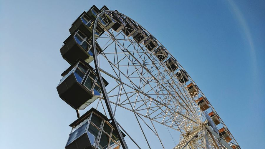 Business Finance And Industry Arts Culture And Entertainment Sky Amusement Park Ferris Wheel Architecture Clear Sky No People Golf Club Outdoors Day Panorama