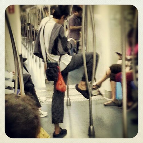 Cuz holding the pole with my hand is too mainstream Urbankungfu Ipman Wingchun Sgag SMRT