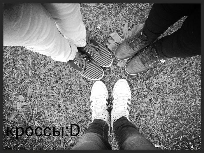 это я с подругами, за сбербанком:)