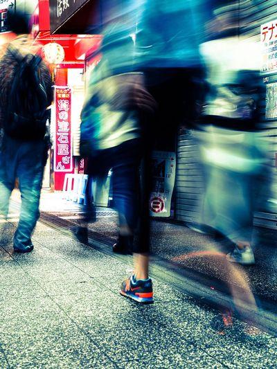 カメラがあるのに敢えて撮らない。そんな贅沢なひとときを過ごしてみた…特に贅沢に感じなかった😩 Blurred Motion Motion Speed Real People Lifestyles Street Women Shoes Walking Road Low Section City People Snapshot Snapshots Of Life Streetphotography Nightphotography Tokyo Street Photography Japan Photography Olympus OM-D E-M5 Mk.II