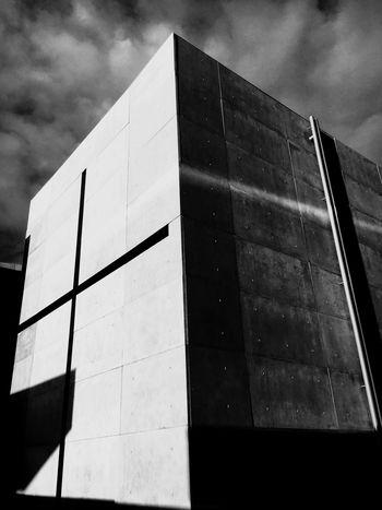 教会 安藤忠雄 新国立美術館 挑戦 Architecture Low Angle View Building Exterior Modern Built Structure Sky Outdoors Day No People City Chrch Shadows Potography Cross