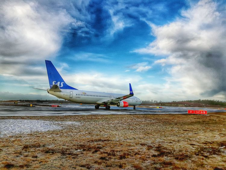 Airport Starting A Trip Last-minute Flight Lining Up Plane Takingoff Taxiway Aircraft Airportphotography Comercial Airline Samsungphotography Showcase: February Runway 21 Sas 737 Vinglet