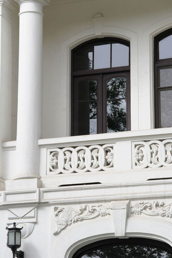 White Color Arch Outdoors Architectural Column Building Building Exterior Day Window No People Built Structure Architecture Balcony History The Past Wall - Building Feature Design