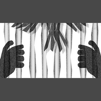 ايها الوطن:أما تعجب من اولائك الذين لايريدون منا الحب الا في يوم ، وكأنه سلوة المحزون تزوره لئلا يقتله حزنه،وما علموا أن الوطن هو من يحب منا عملنا فيه و نحب منه عطاءه لنا.واما تلك الاماكن التي يتوهم فيها معاني الوطن ونضاجع فيها الجوع و تهان الانفس الكريمه ويلازمنا الخوف فيه ملازمة الظل وغدت أمانينا عليه كالأحلام النائمه في عيون اليتامى حال بينها وبين الواقع مع قصر المسافات عثرات الحظ البائس، وجعلتك كعروس خائبه تزفها أيادي العبث؛ترى في فستانها الأبيض كفناً لها وفي قلبه الممتلئ الأحزان مضجعها الدائم. ولم تعد أيها الوطن سوى سجن كبير ومأوى للعاجزين عن الرحيل وللاهثين خلف المال و صار حنين المفارقين إليك حنينا للماضي ليس أكثر. أيها الوطن:عندما يقتل القهر كل معاني الخوف ويثور الضعفاء فالتعلم أن الحكمة وقتها لن تكون إلا كعجوز هرم يعض شاباً صبا. أيها الوطن:إن شعار الحب والفداء التي تراد منا هي أشبه ماتكون بتاج يعلو جمجمة مهشمه لا يمنحها الهيبه بقدر ما يلفت الأنظار الى بشاعتها. أيها الوطن:كتبت على جدارك يوماً:أيها الوطن لازلت أبحث عن وطن. السعودية  اليوم_الوطني  السعوديه الرياض جده الشرقيه أدب حقيقه نثر خاطره أصدقاء_الحرف