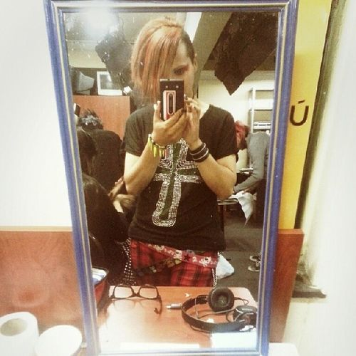 Before the Concert at Target pub... V_cRows the first band from Visualkei in Bolivia .. Crowshiro *0*
