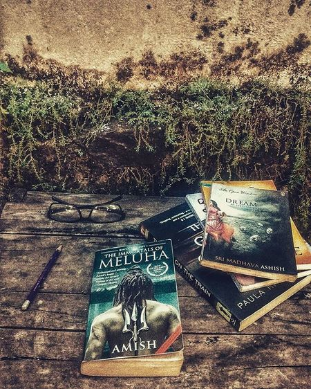Immortals of meluha™ bit late am! Morningsbelike Morning Lazy Rest Reading Goodread Books Bookshelf Bookworm Library Postivevibe Motivation Shiva Meluha Amish Bookstagram Bookhaul Read Photography Gallery Instagood Instagram Photooftheday Follow Followme likes4likes