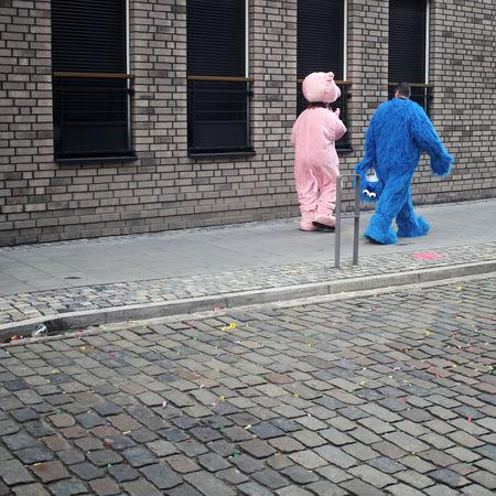 Düsseldorf Düsseldorf Am Rhein Krümelmonster :) Ratinger Straße Adult Architecture City Full Length Karneval Kostüm Outdoors People Pig Schwein Two People