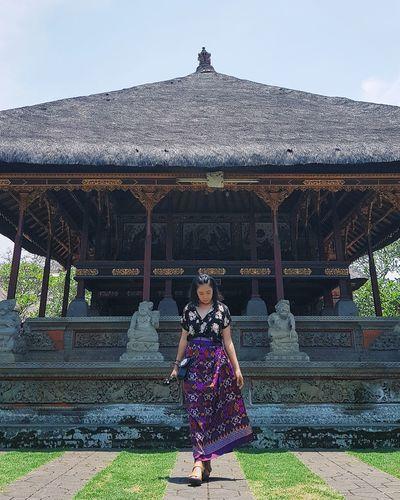 c•u•l•t•u•r•i•s•t•i•c Baliportrait Baliphotography Bali Temple Bali Culture Women Traditional Clothing Beauty Tradition Sky Grass Sari Place Of Worship Temple