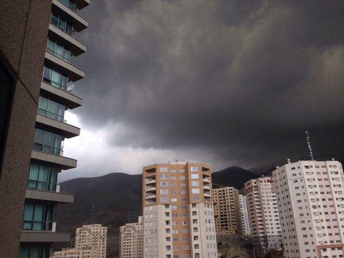 Black  Clouds Abr Farar Hamle Asemon