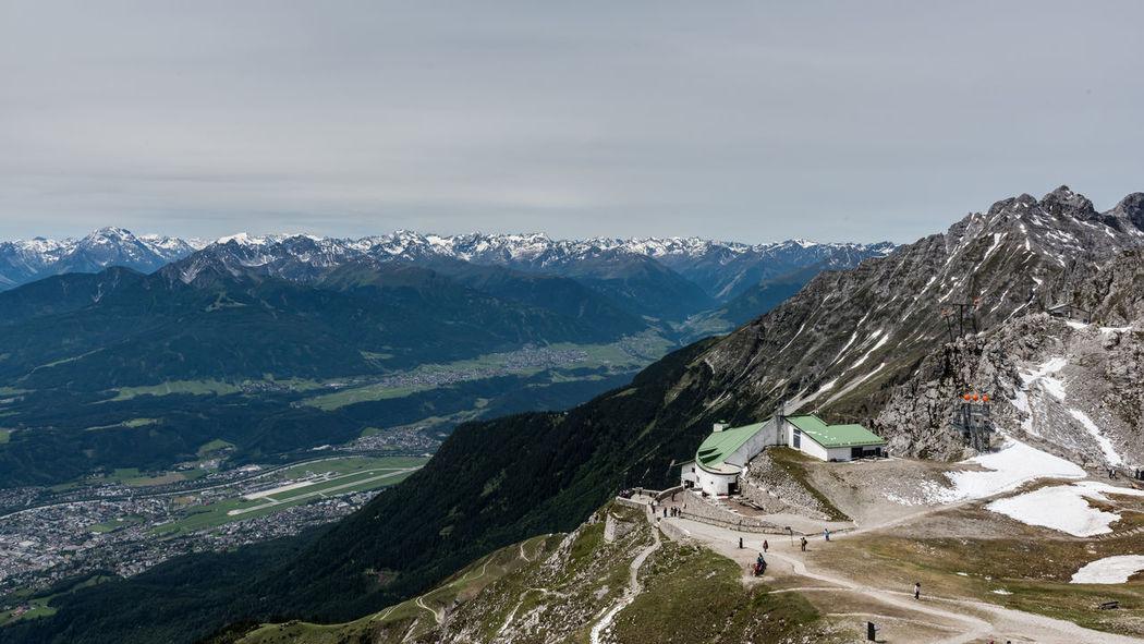 Aussicht Berge Hafelekar Himmel Innsbruck Landschaft Nordkette Nordkettenbahn Schnee Seilbahn Sommer Station Tag Tourismus Österreich