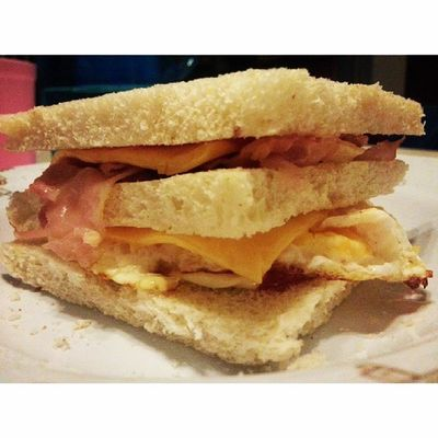 Bekal buat hari ini, bacon egg sandwich with double cheeseeychees Instafood