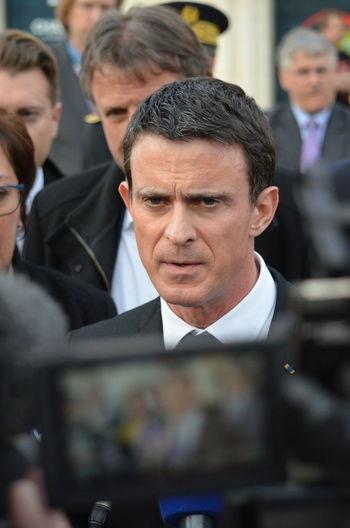 Manuel Valls, premier ministre de la France, lors d'un déplacement en Charente le 18 décembre 2015. France Manuel Valls Policy Politique Premier Ministre Premier Ministre Français Prime Minister Valls