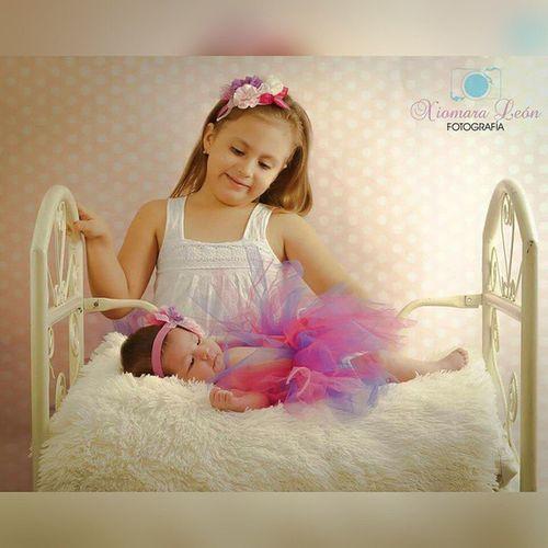 Porque el mundo con hermanitos es mucho mejor 😍👭Xlfotografiainfantil Misfavoritas Babygirl gracias a @candystorega