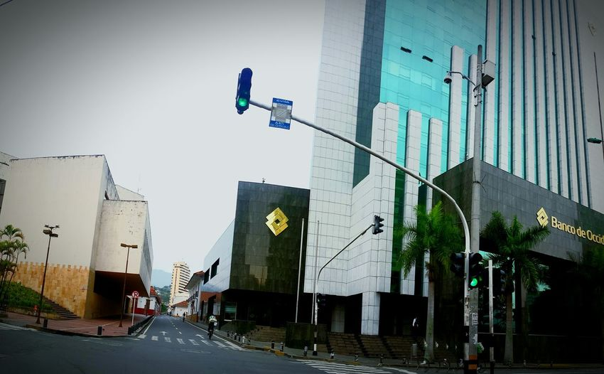 Buildings Street Photography Breaking Dawn Lights Bank Cash Daylight Cali Colombia Es Bella Amanecer En Cali