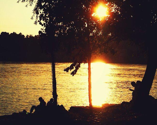 愿每个夕阳西下时都有人陪在你身边