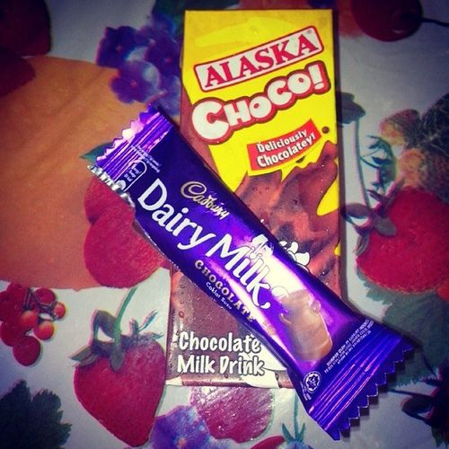 Now I can Sleep... Chocolate Alaskachoco Binata Cantsleepifnomilk boredbuthappy lol
