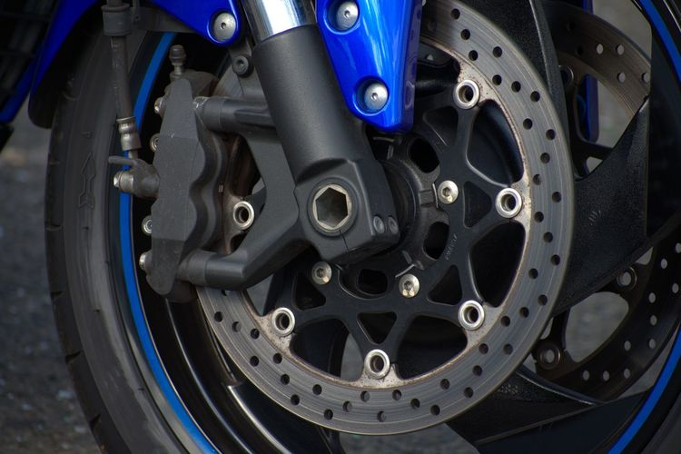 Suzuki Stopping Power Tools Suzuki Suzuki Intruder M1800R Powerful Motorbike Braking Machanism Bike Tyre Ventilated Disc Wheel Motorcyle Wheel Front Wheel Brake Disk Brake Calliper Blue Close-up Vehicle Part Spoke