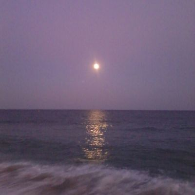 Auuuu!!!... hermosa noche de luna llena ;) Luna Mataró Instagramers Fotosdesomni naturaleza picoftheday photooftheday greatshoot igersbcn instagood instadaily