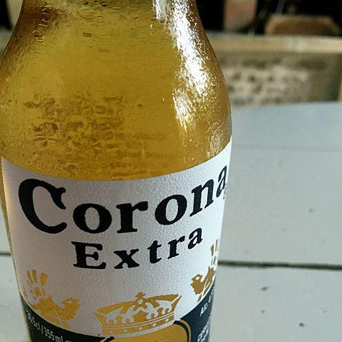 Grosse Chaleur Une bonne Bière bien Fraîche a good Fresh Beer Corona Santé! Cheers! Sarlat