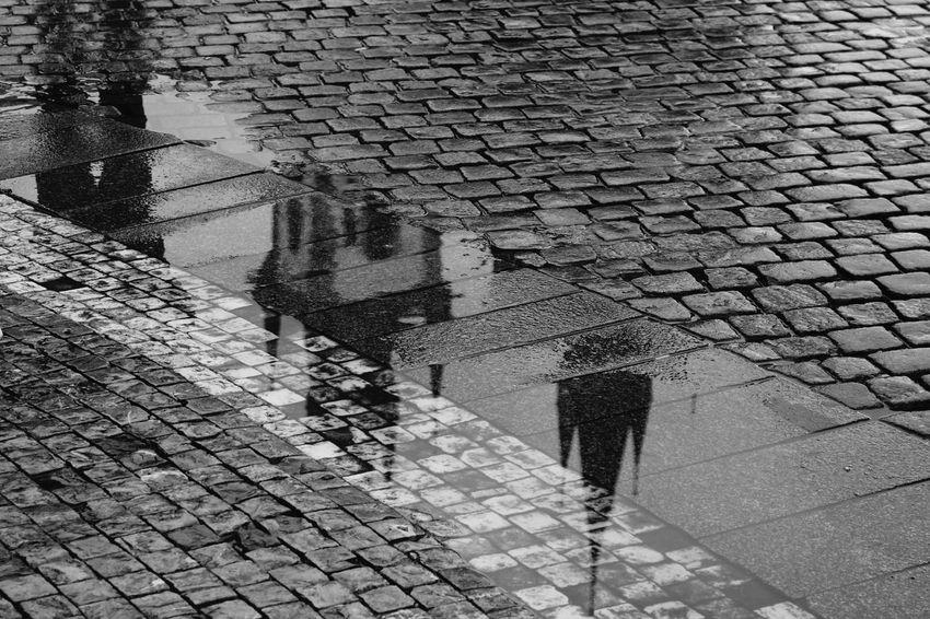 Happy evening 😊 Pattern Water Architecture Reflection Church Prague Týnský Chrám  Teynkirche Church Of Our Lady Before Tyn Sightseeing Picsartrefugees Czech Republic Praha Prague Czech Republic Staroměstské Náměstí History Prag Travel Destinations Travel Blackandwhitephotography Black&white Blackandwhite Photography