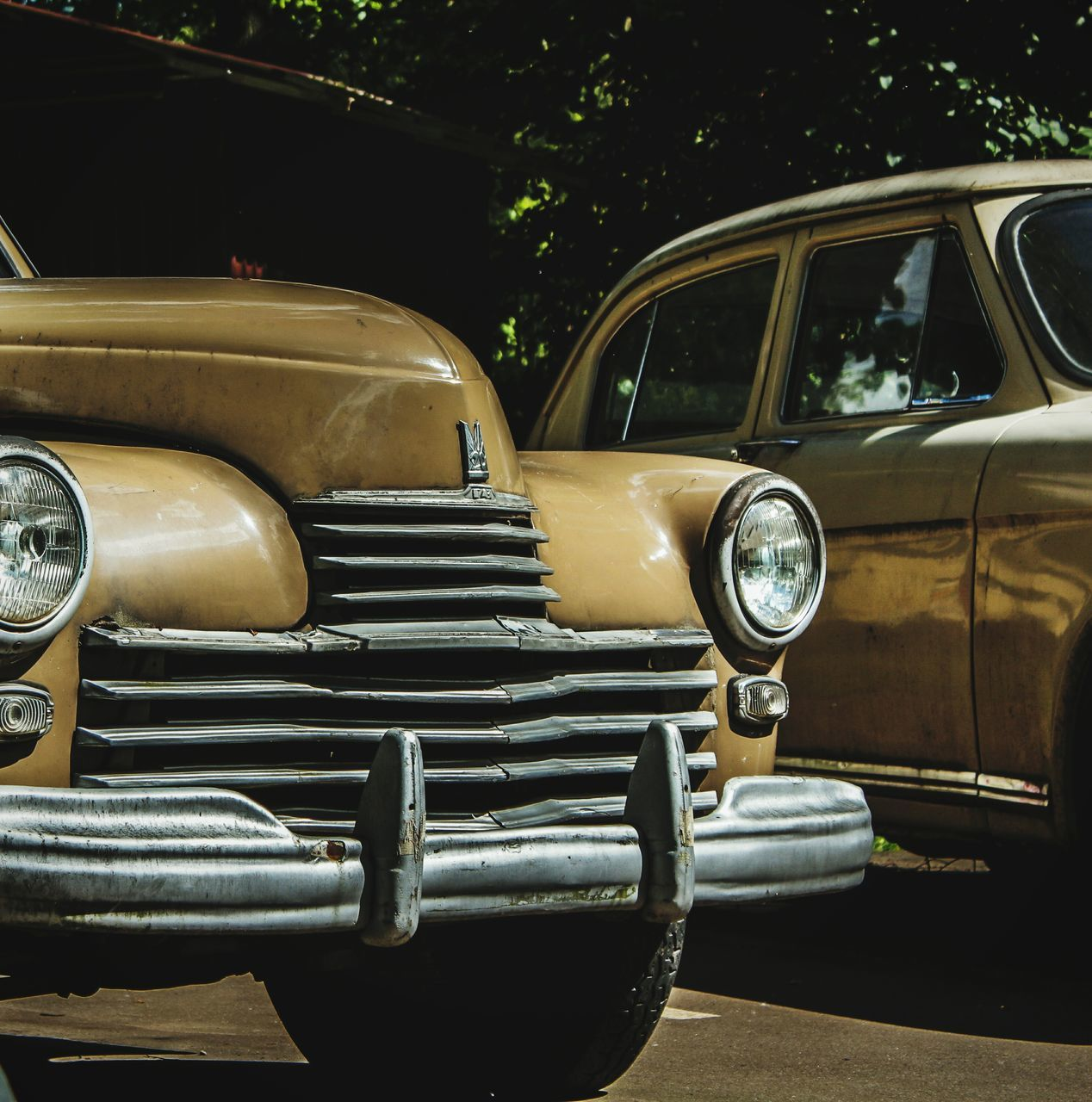 headlight, car, transportation, mode of transport, outdoors, vintage, day, no people