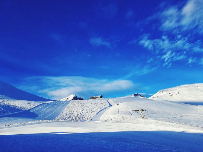 Snow Scenics Landscape Cold Temperature Nature Beauty In Nature Social Issues Mountain Environment Point Of View Tranquility Tranquil Scene Natural Phenomenon No People Polar Climate Outdoor Pursuit Sunlight Accidents And Disasters Sand Snowcapped Mountain