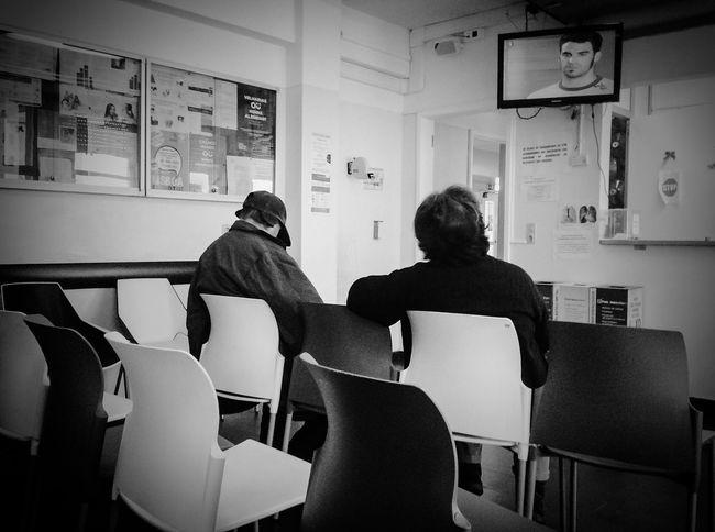 The waiting room Blackandwhite Photography Pretoebranco Preto & Branco Black & White Portugal The Week On Eyem EyeEm Portugal Showcase: February EyeEm Gallery Taking Photos Documentary Documentary Photography Docsaude People Pessoas Vida Life People Photography Watching People Ipadphotography