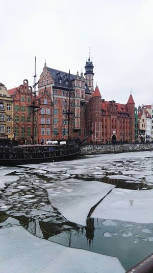 River Old Town Bulding Architecture Hogwarts Gdansk Vistula Poland Architecture Winter City Ice Ice Rink Frozen Water No People Outdoors Cityscape EyeEm Best Shots EyeEmBestPics Snow Travel Destinations Frozen Water My Point Of View