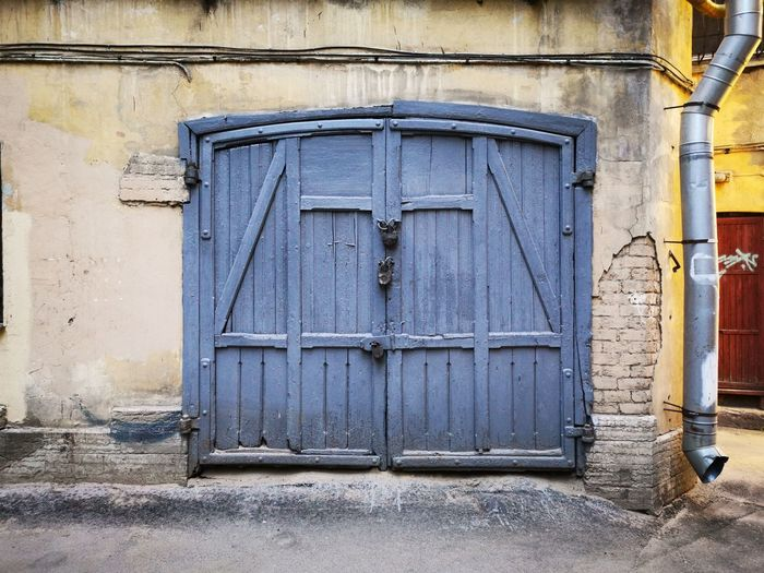 Gate Gateway Gates Blue Window Door Protection Safety Entrance Closed Close-up Architecture Building Exterior Entryway Arched Closed Door Doorway Locked Latch Front Door Entry Pillar Lock Wall The Mobile Photographer - 2019 EyeEm Awards The Architect - 2019 EyeEm Awards