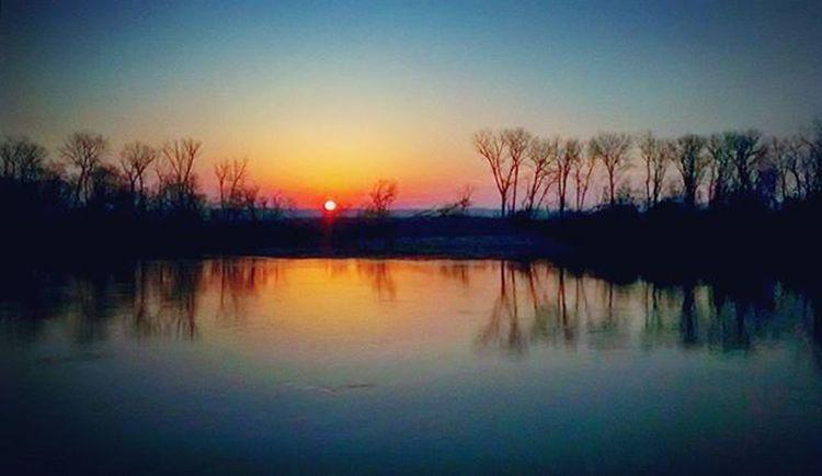 Sunrise on the Missouri River in Atchison Kansas along the Riverwalk .... Ks_pride Atchison Wow_america World_bnw Graveyard_dead Nikeplus Nikeplusrunning Thingsoneseesondailyrun 5kadaykeepsthecrazysaway Kansasrunner Kansasnature Kansasmag Morningrun Runfast Countryshit Noplacelikehome Bestshotz_usa Fuckyeah