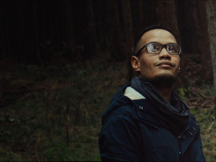 Young man wearing eyeglasses while looking away