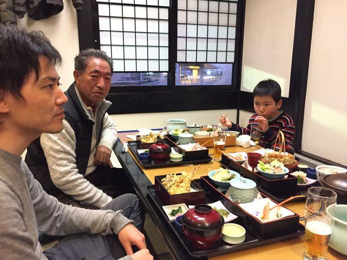 男三世代 メンズ 父 夫 息子 父古希の祝い 70歳 おめでとう そして いつもありがとう まだまだ元気 健康第一 蟹料理 カニ