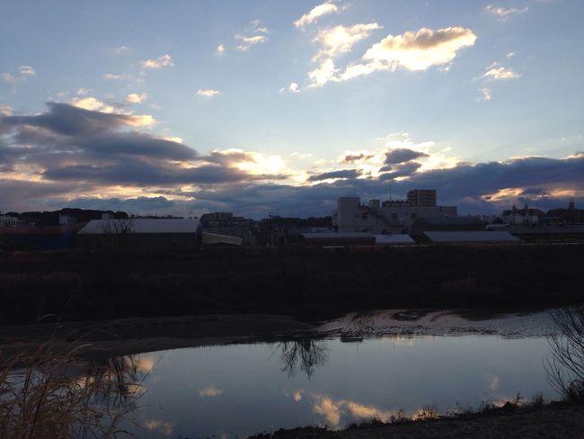 名古屋の東の空は雲が多かった 雲 Sky 青空 Blue Sky 反射 Reflection