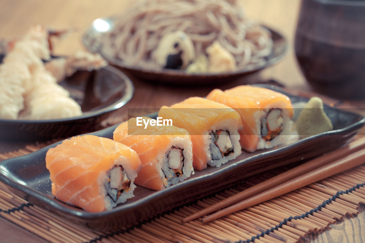 CLOSE-UP OF SUSHI IN TRAY