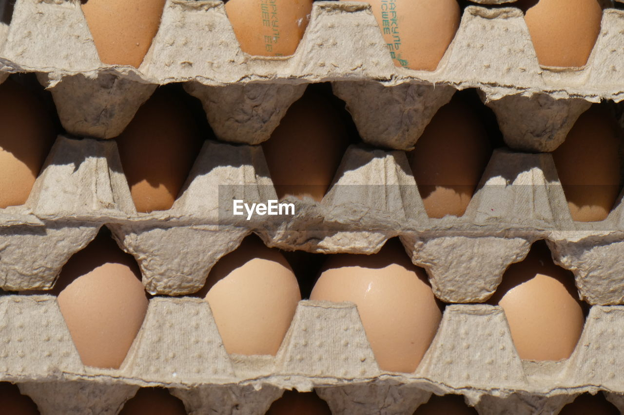 food, full frame, egg carton, large group of objects, no people, food and drink, backgrounds, egg, abundance, wellbeing, close-up, repetition, healthy eating, arrangement, day, side by side, stack, still life, freshness, in a row
