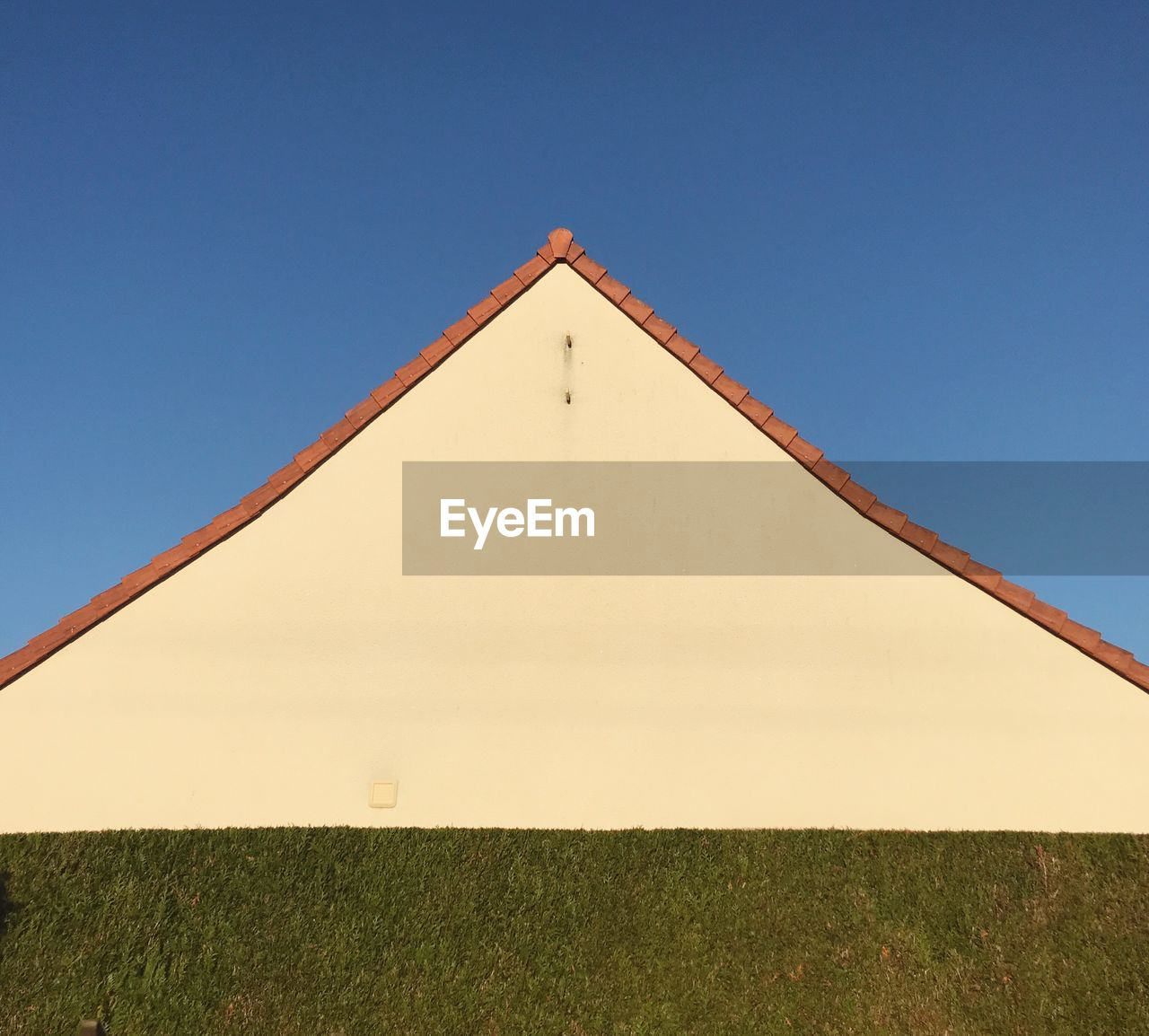 sky, clear sky, built structure, architecture, no people, nature, copy space, blue, building exterior, day, triangle shape, low angle view, land, plant, building, sunlight, field, outdoors, geometric shape, shape