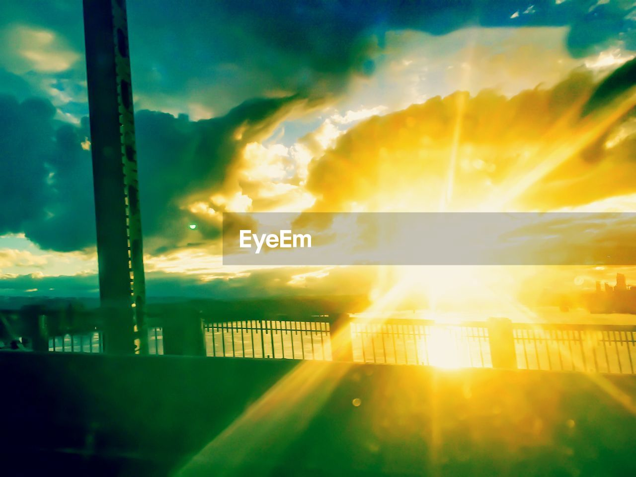 cloud - sky, sky, sunbeam, sunset, no people, nature, outdoors, sun, built structure, sunlight, beauty in nature, architecture, city, scenics, building exterior, illuminated, cityscape, day, close-up
