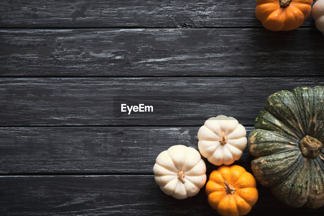 wood - material, food and drink, freshness, food, table, still life, wellbeing, pumpkin, healthy eating, vegetable, directly above, indoors, orange color, no people, close-up, high angle view, ingredient, raw food, fruit, spice
