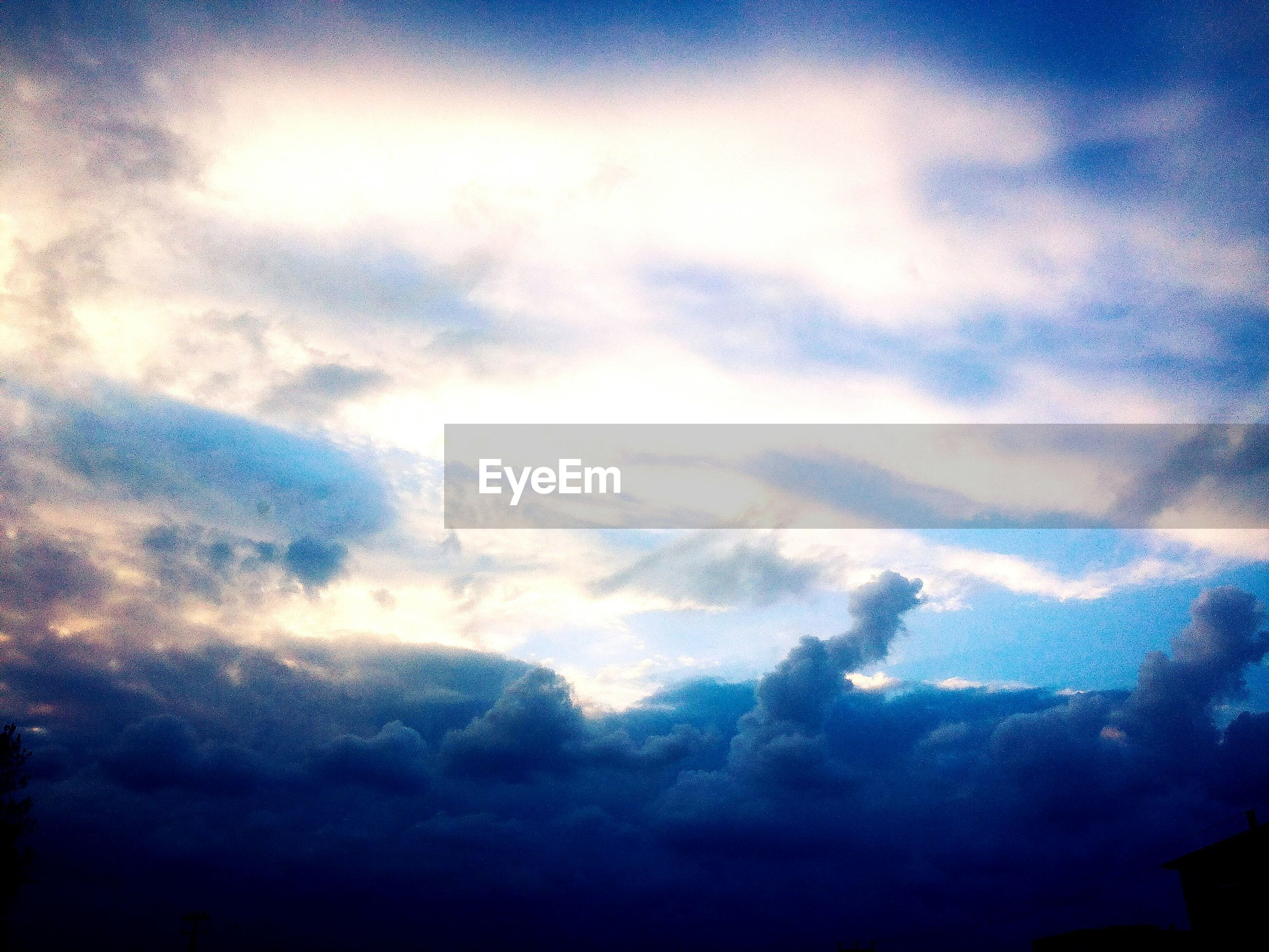 sky, cloud - sky, low angle view, beauty in nature, scenics, tranquility, tranquil scene, nature, cloudy, silhouette, weather, idyllic, dusk, blue, cloud, cloudscape, dramatic sky, outdoors, sunset, no people