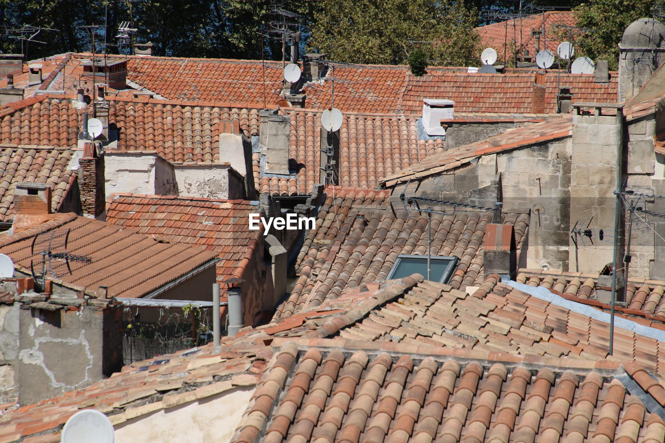 HIGH ANGLE VIEW OF COBBLESTONE STREET AMIDST BUILDINGS