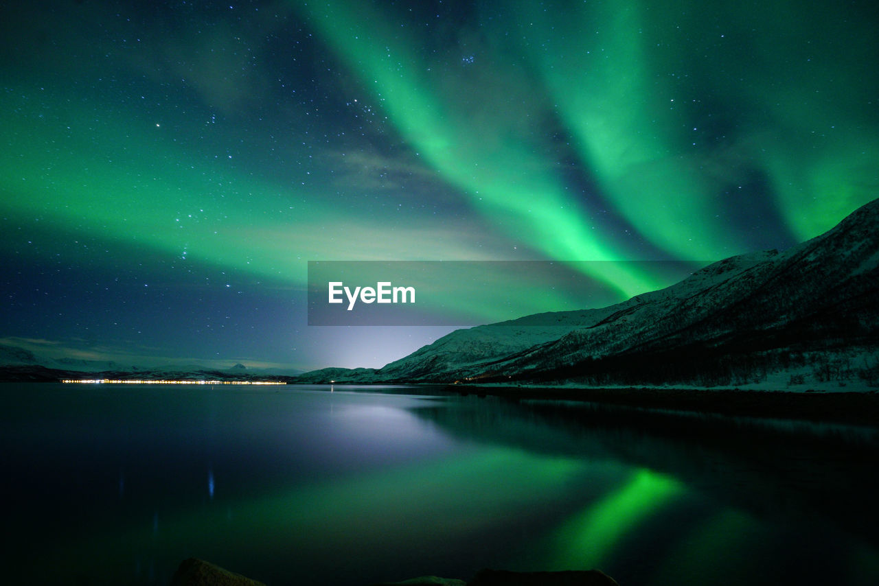aurora polaris, beauty in nature, night, scenics, nature, green color, tranquil scene, star - space, tranquility, lake, sky, winter, cold temperature, reflection, water, outdoors, mountain, astronomy, waterfront, no people, snow, landscape, illuminated, space, galaxy