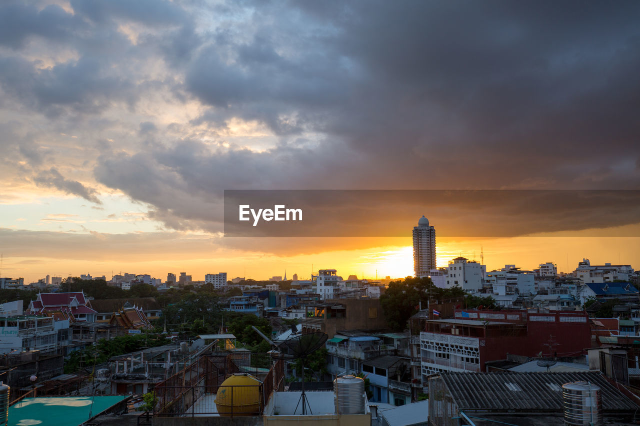 building exterior, architecture, built structure, sky, cloud - sky, sunset, city, building, cityscape, residential district, crowded, crowd, nature, high angle view, community, outdoors, orange color, tower, office building exterior, skyscraper, settlement