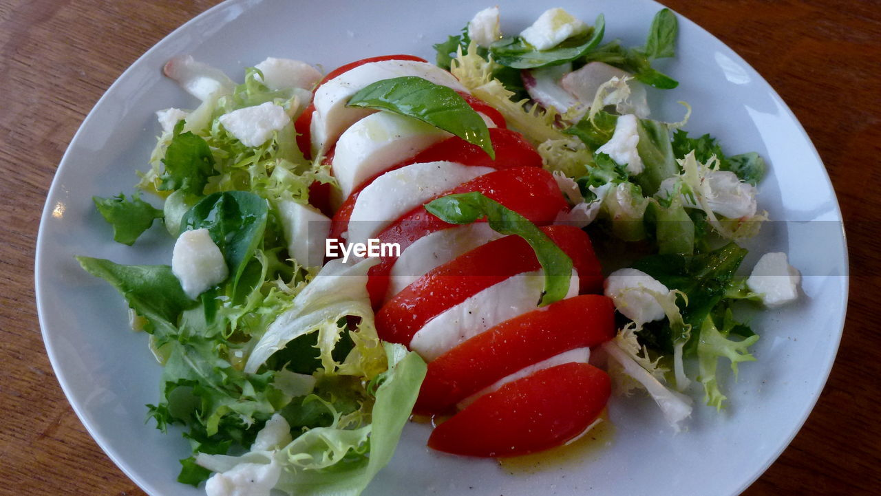 salad, food and drink, tomato, freshness, food, plate, ready-to-eat, vegetable, no people, healthy eating, indoors, table, lettuce, serving size, close-up, day