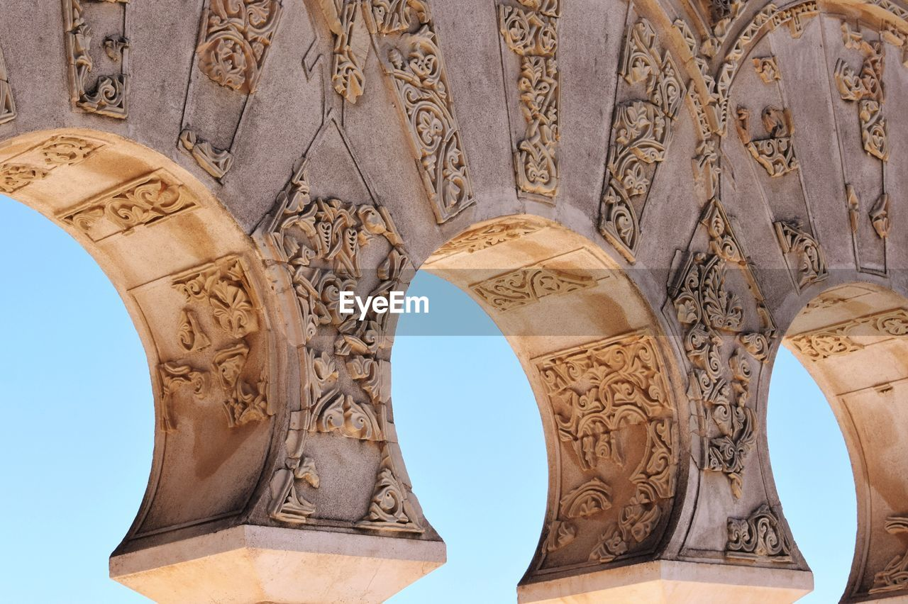 architecture, art and craft, craft, the past, history, built structure, no people, design, carving - craft product, low angle view, creativity, pattern, day, arch, ancient, building exterior, sculpture, travel destinations, architectural feature, wall - building feature, ancient civilization, architectural column, bas relief, carving, floral pattern