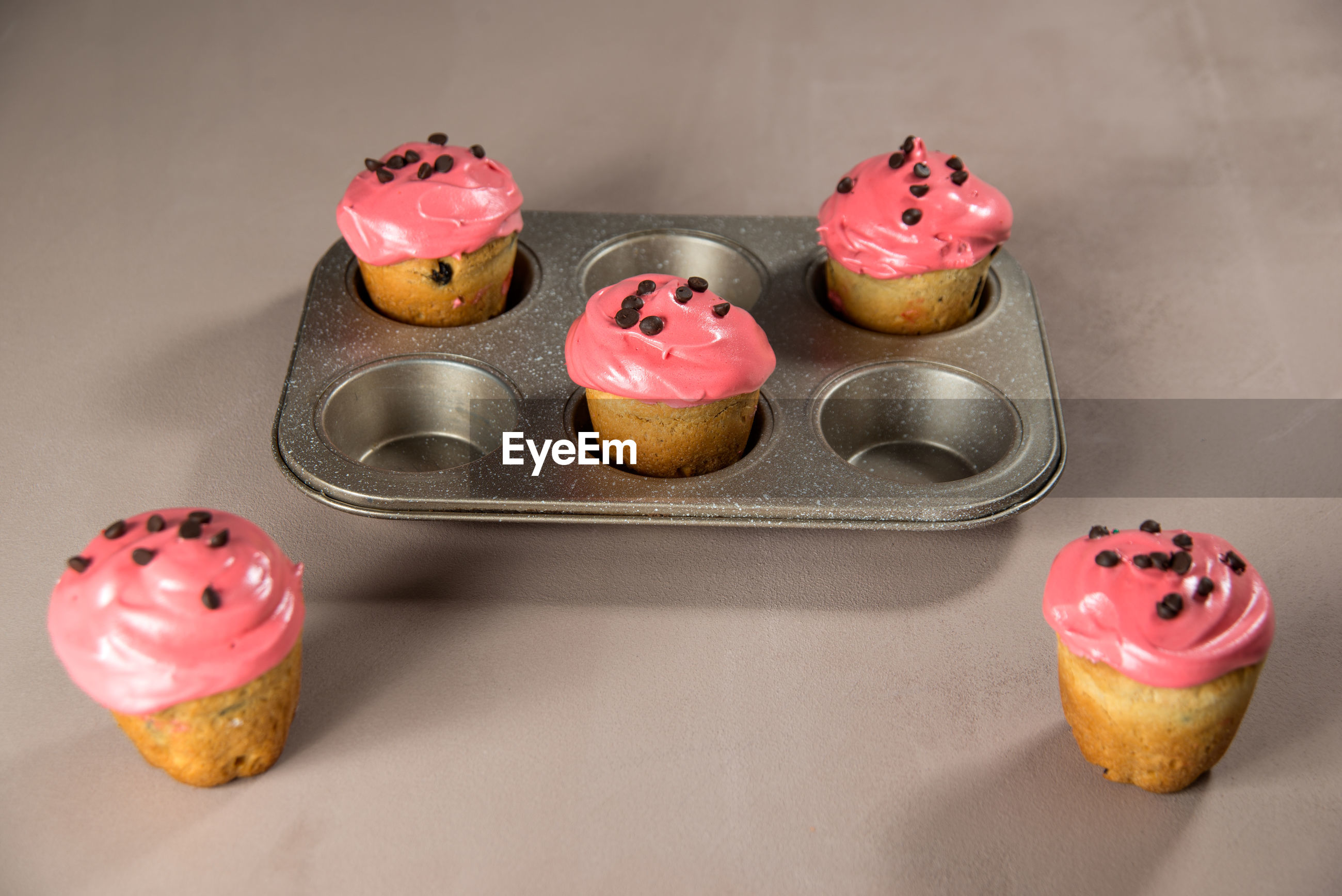 HIGH ANGLE VIEW OF CUPCAKES WITH ICE CREAM