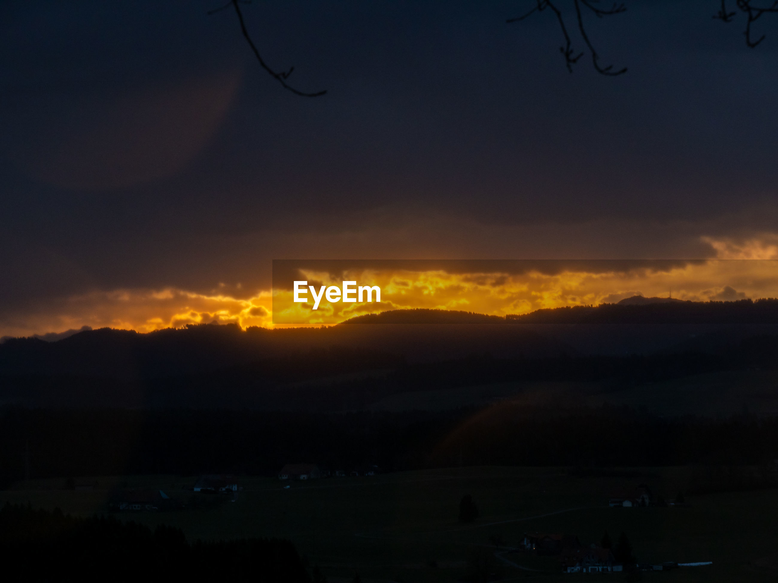 SCENIC VIEW OF SILHOUETTE MOUNTAIN AGAINST DRAMATIC SKY