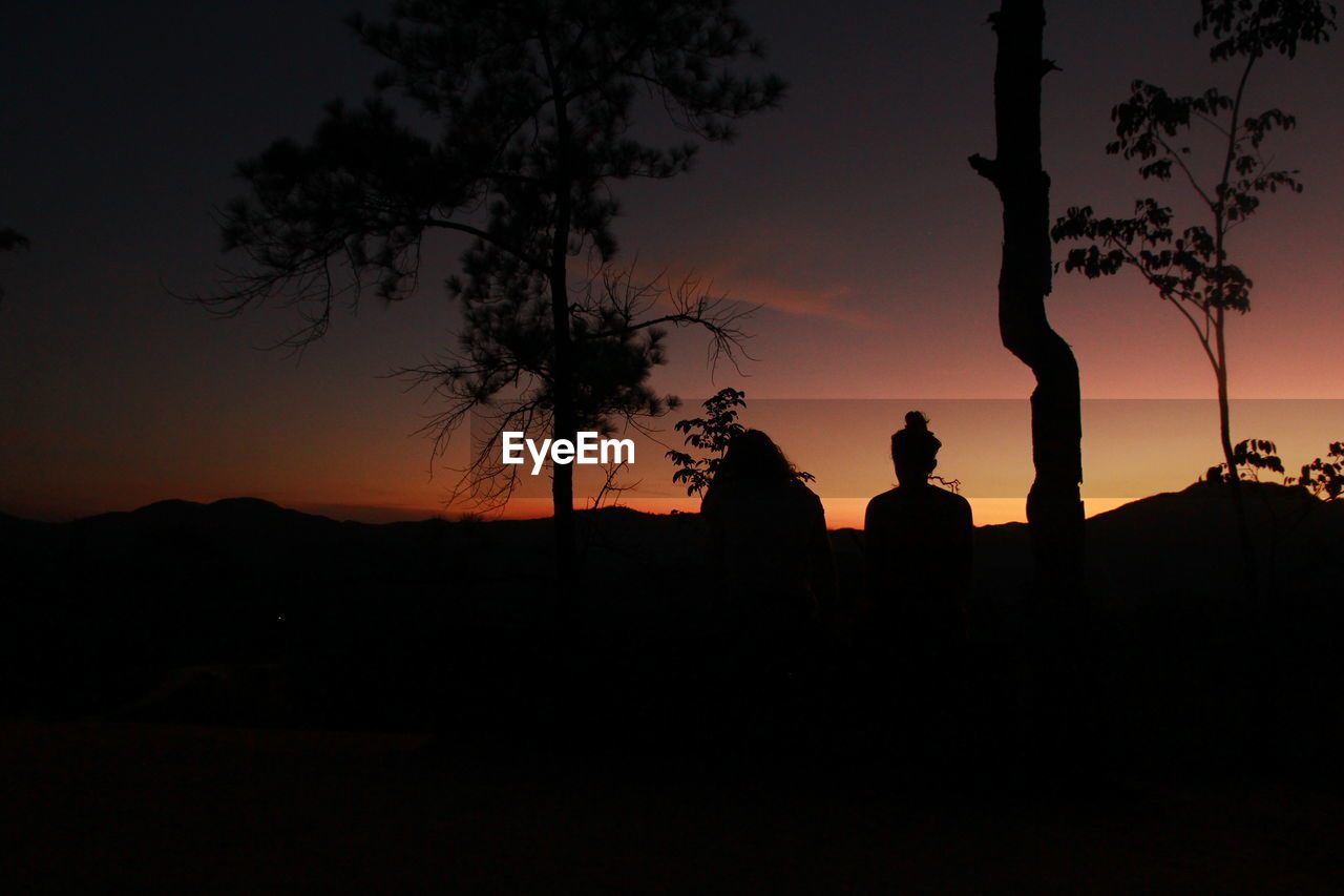 silhouette, sky, sunset, tree, plant, beauty in nature, nature, men, orange color, scenics - nature, tranquil scene, tranquility, people, leisure activity, lifestyles, real people, group of people, outdoors, standing, land, dark