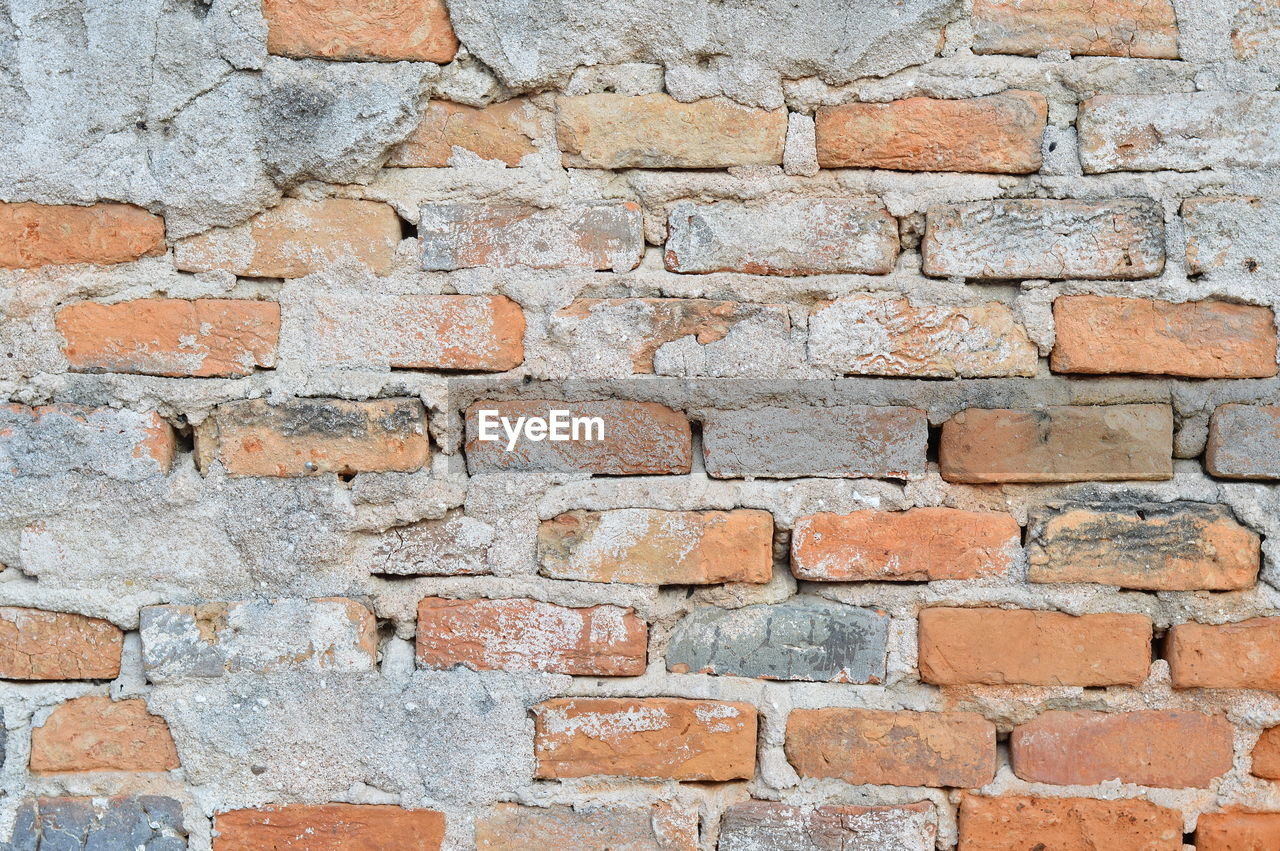 brick, brick wall, textured, wall, backgrounds, wall - building feature, built structure, architecture, full frame, no people, pattern, old, weathered, construction material, solid, rough, cement, outdoors, building exterior, dirty, stone wall, concrete, textured effect